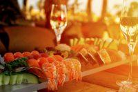 Zee fruit en glas wijn