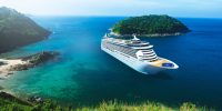 Cruiseschip en blauw water