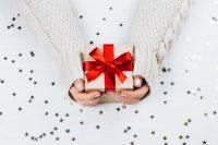 Cadeau met rode strik - wet van aantrekking