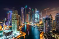 Skyline grote stad waar geld energie is